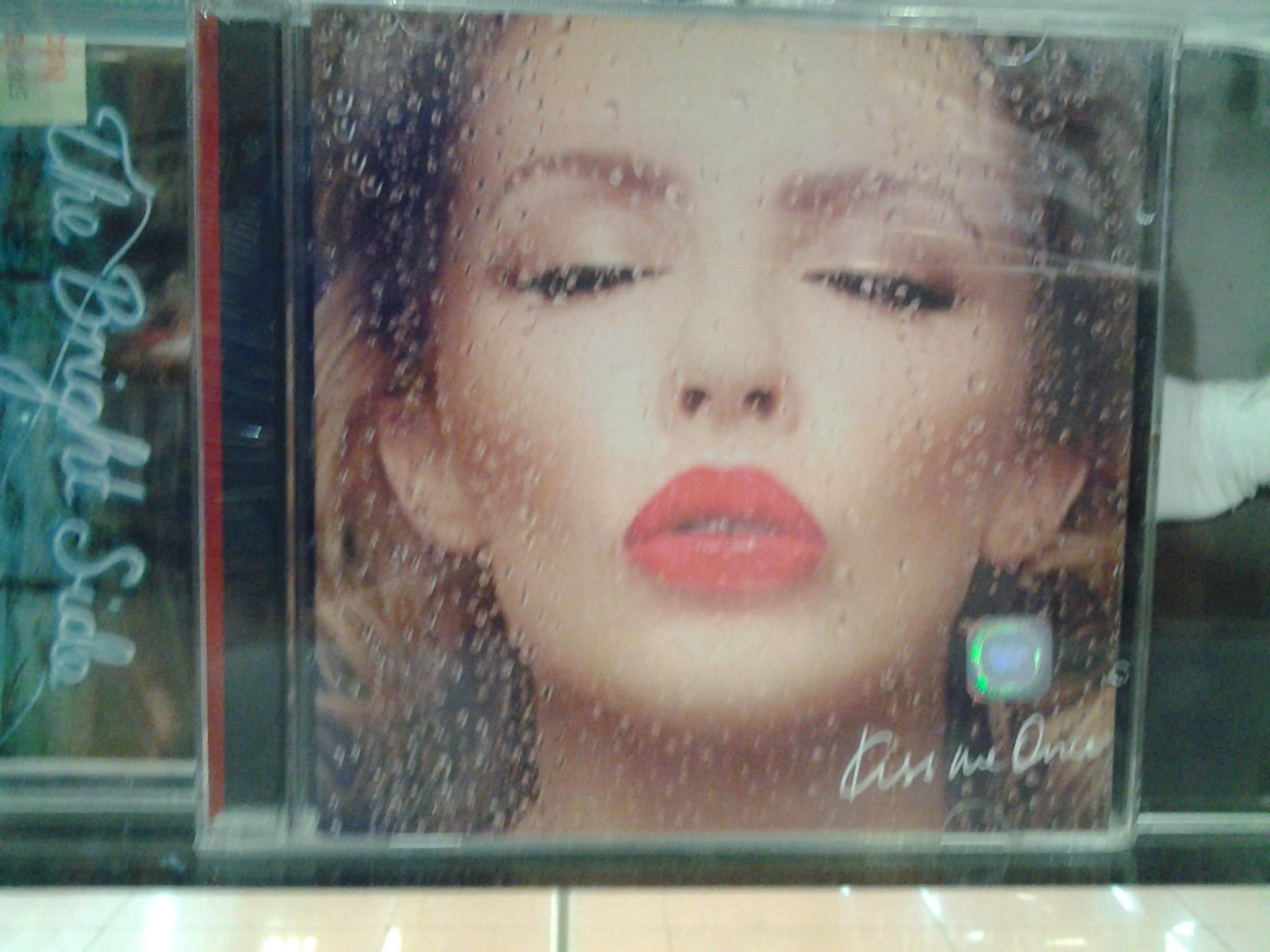 harga CD KYLIE MINOGUE - KISS ME ONCE RP.85.000 Tokopedia.com