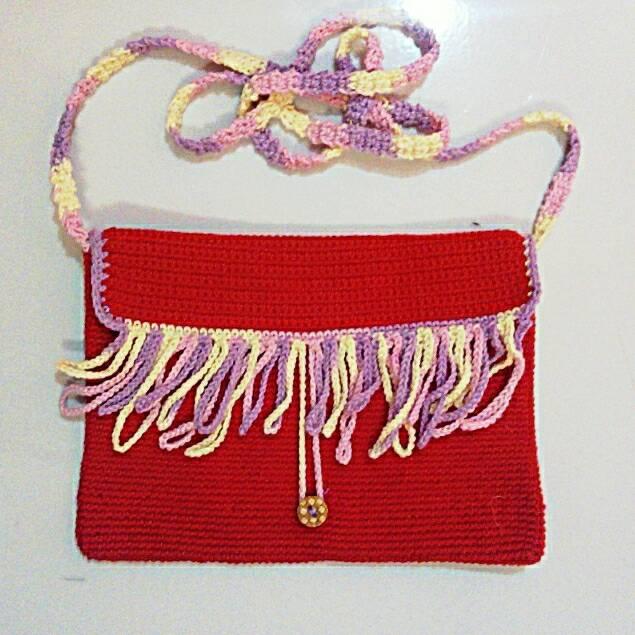 harga tas selempang wanita/ tas rajut rumbai merah/ tas kecil Tokopedia.com