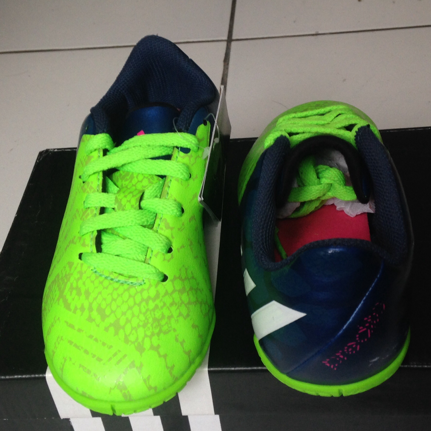 Harga Dan Spesifikasi Sepatu Futsal Anak 1 Terbaru 2018 Acrorip 903 One Phase Print Tinta Putih Warna Bersamaan Jual Bola Nike Ukuran 35 Total90 Shoot Iii Adidas Predito Instinct