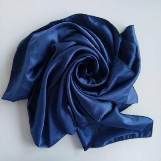 hijab kerudung satin velvet biru dongker navy pashmina & segiempat