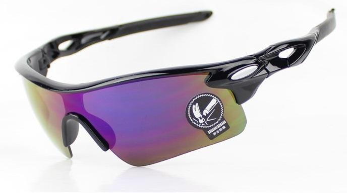 Kacamata sepeda 100% UV resistant, frame hitam.