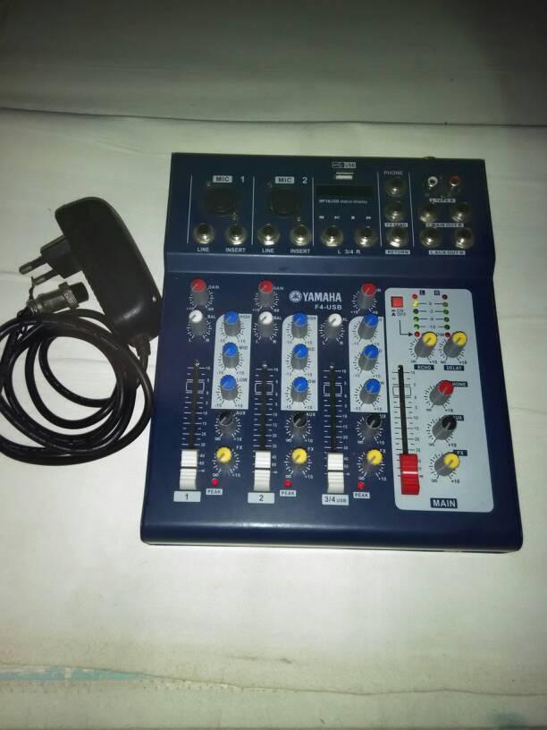 Mixer Yamaha 4 Chanel