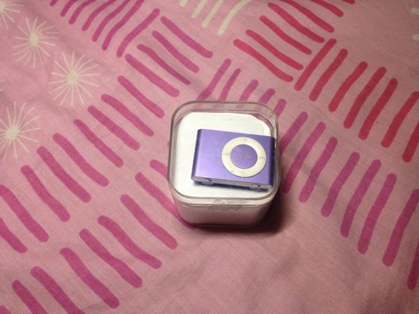 Apple IPod Shuffle 2nd Gen 1GB Purple