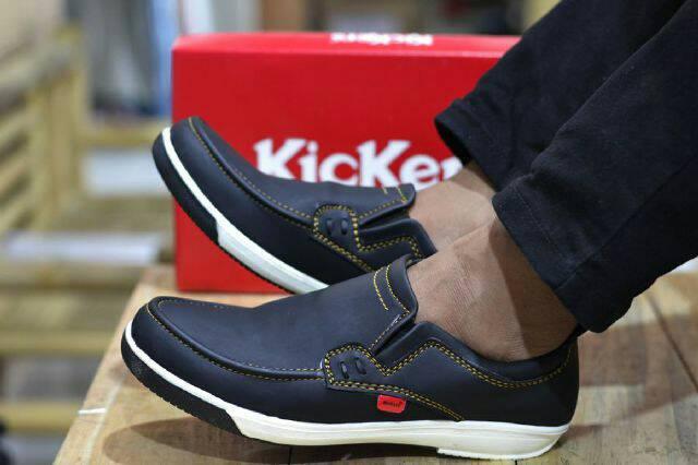 sepatu kickers mazero hitam