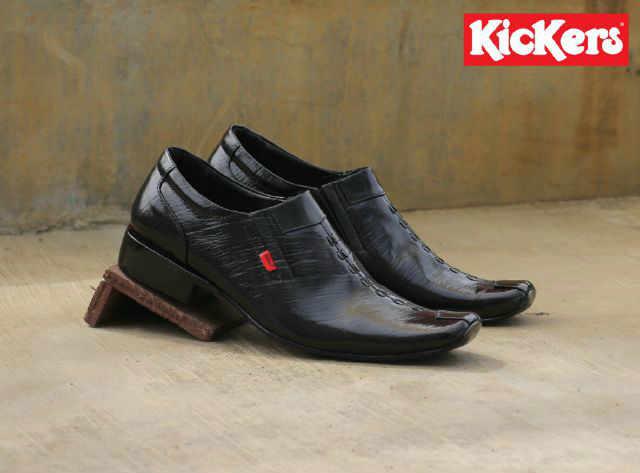kickers tombak hitam pantofel kulit