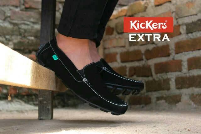 kickers extra hitam suede