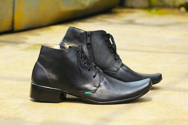 sepatu pantofel kickers charles hitam kulit