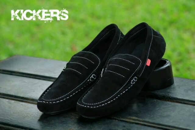 sepatu kickers slip on medusa black suede