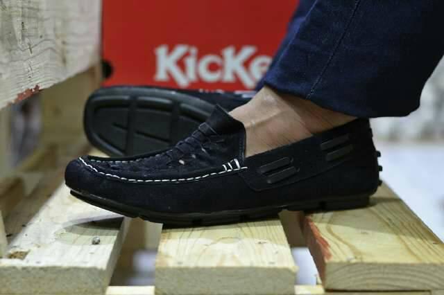 kickers croum kulit suede hitam