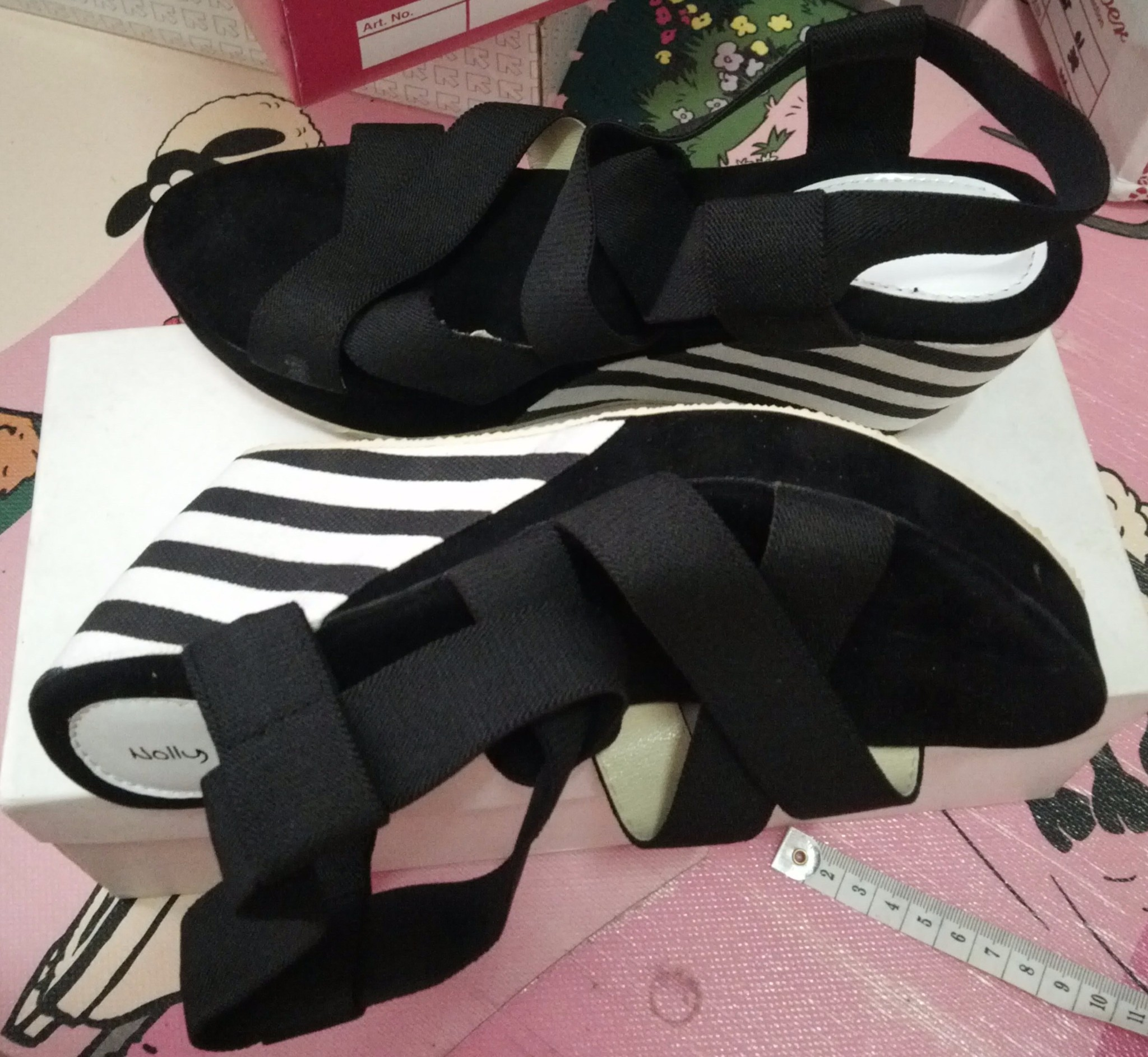 Sepatu Wedges Strip Hitam Murah