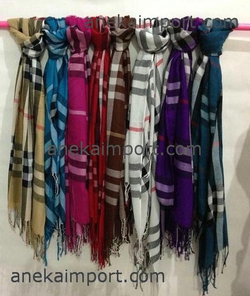 ireland sold to surakarta burberrys silk scarf original 100 edf4a a9ce9   coupon code for jual syal scarf unisex burberry 86183 f9a7b ca31fc6e10