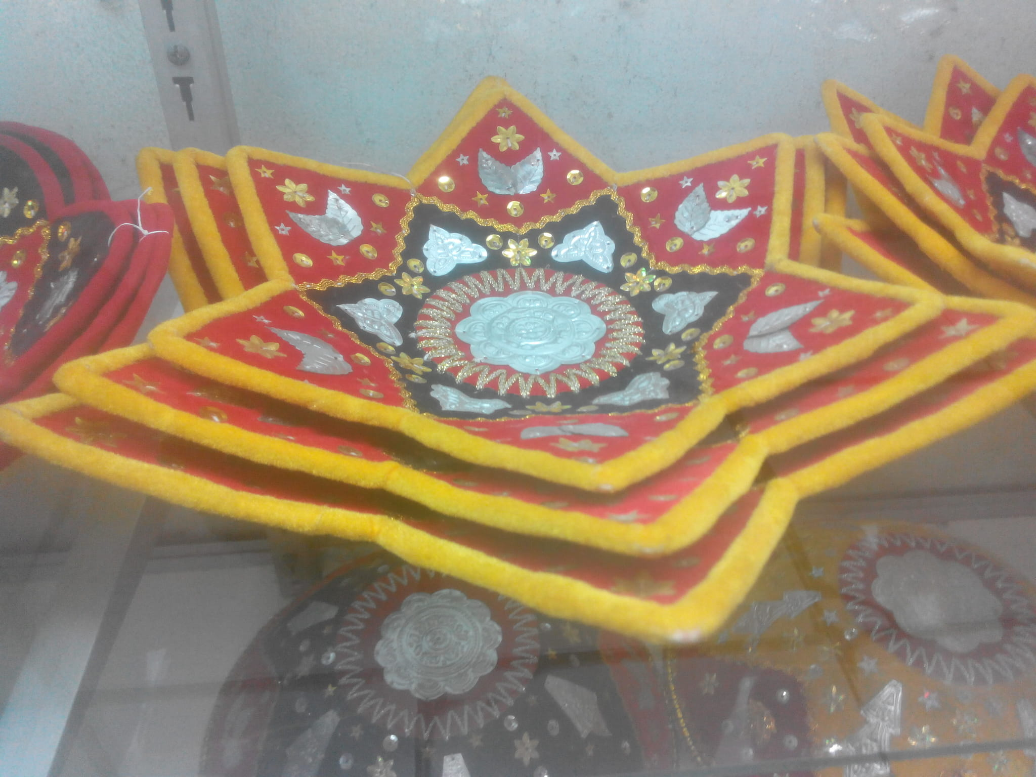 Kalimantan Souvenir Pajangan Dinding Dayak Daftar Update Harga Ck Bandana 1409018 Multifungsi Motif Aneka Dan Oleh Khas Hiasan