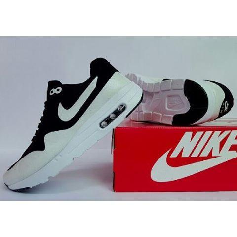 Nike airmax one cowok hitam putih bersih