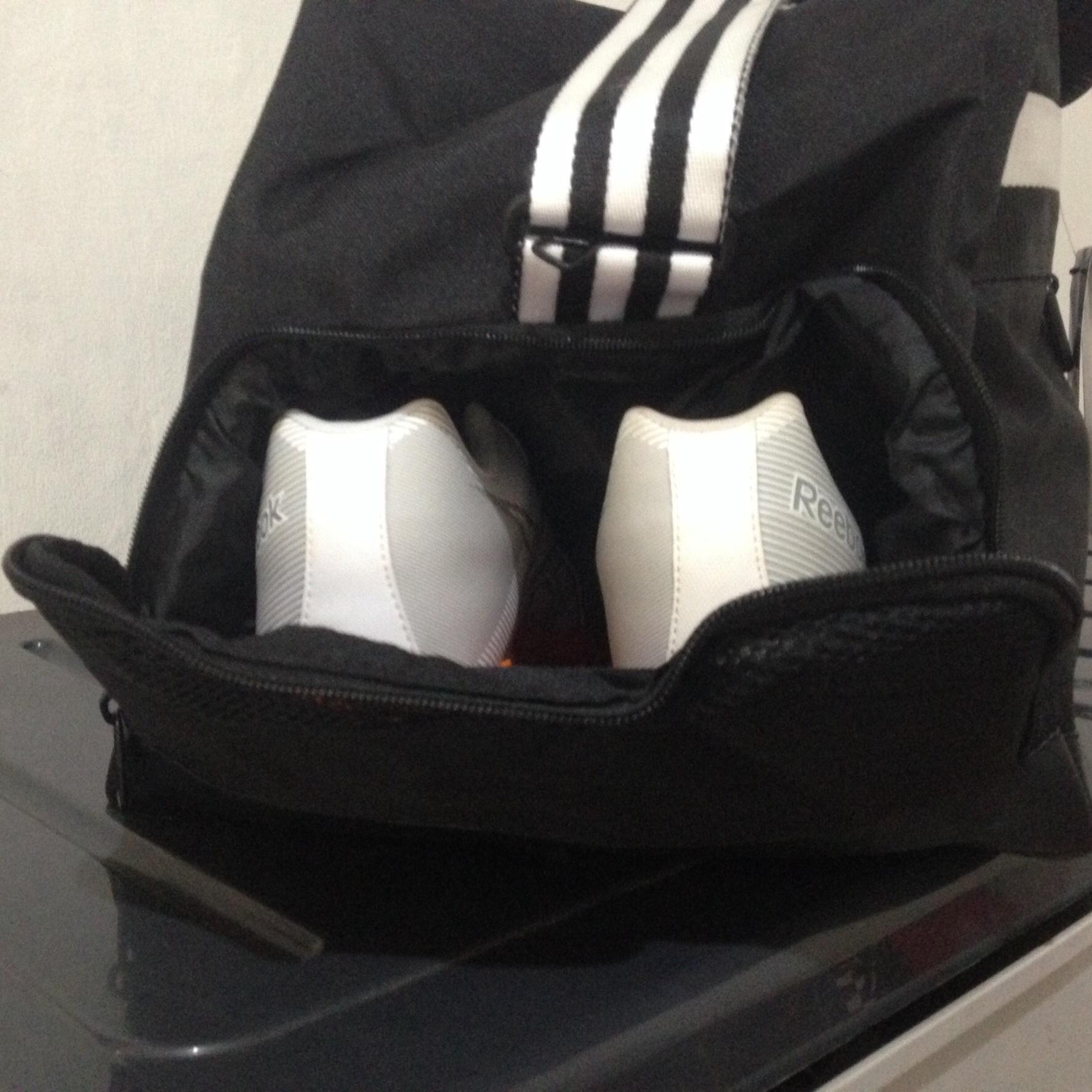 Tas Sepatu Olahraga fitness gym sport shoes bag organizer. Source · Tas Olahraga Fitness Gym