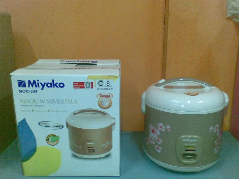 Magic Com/rice Cooker Miyako Mcm 509 Mcm509