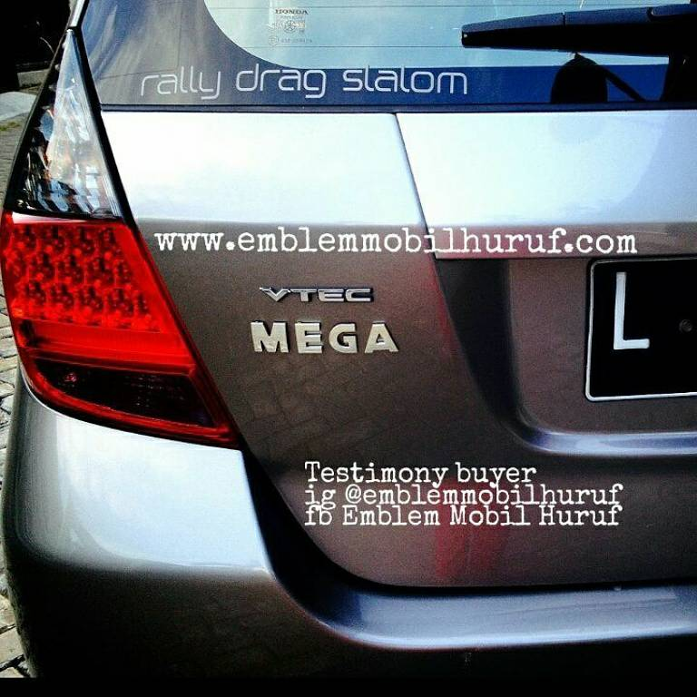 Emblem mobil huruf nama angka untuk jazz mobilio brio hrv crv city