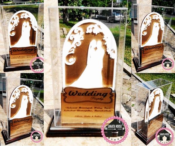 Jual trophy wedding