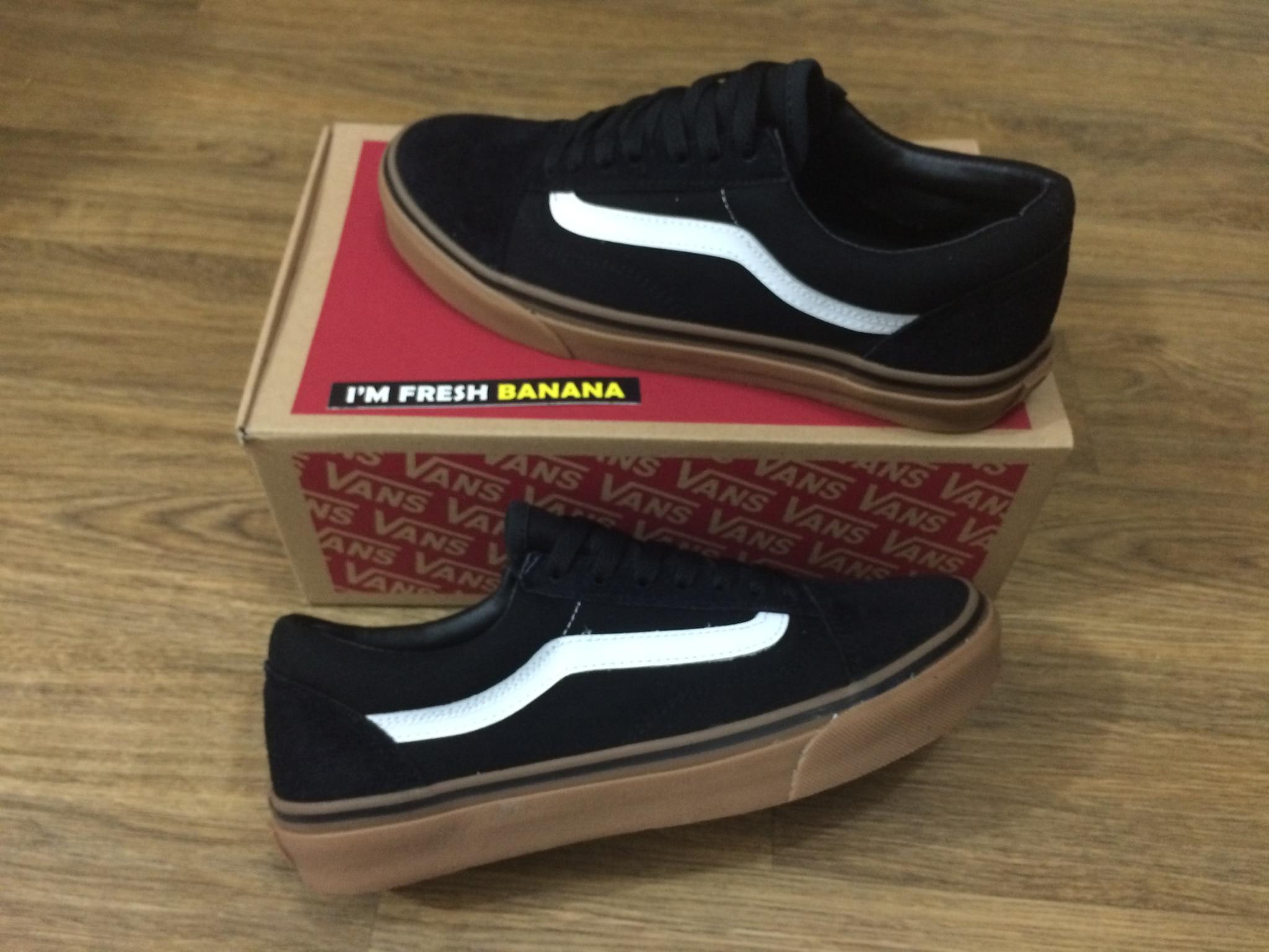 sepatu vans old skool black gum