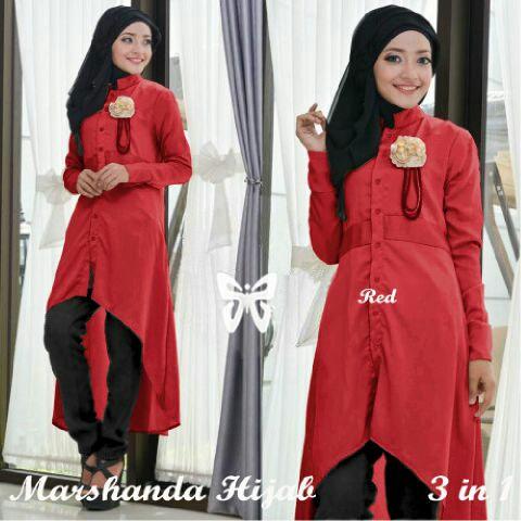 Marshanda Hijab merah