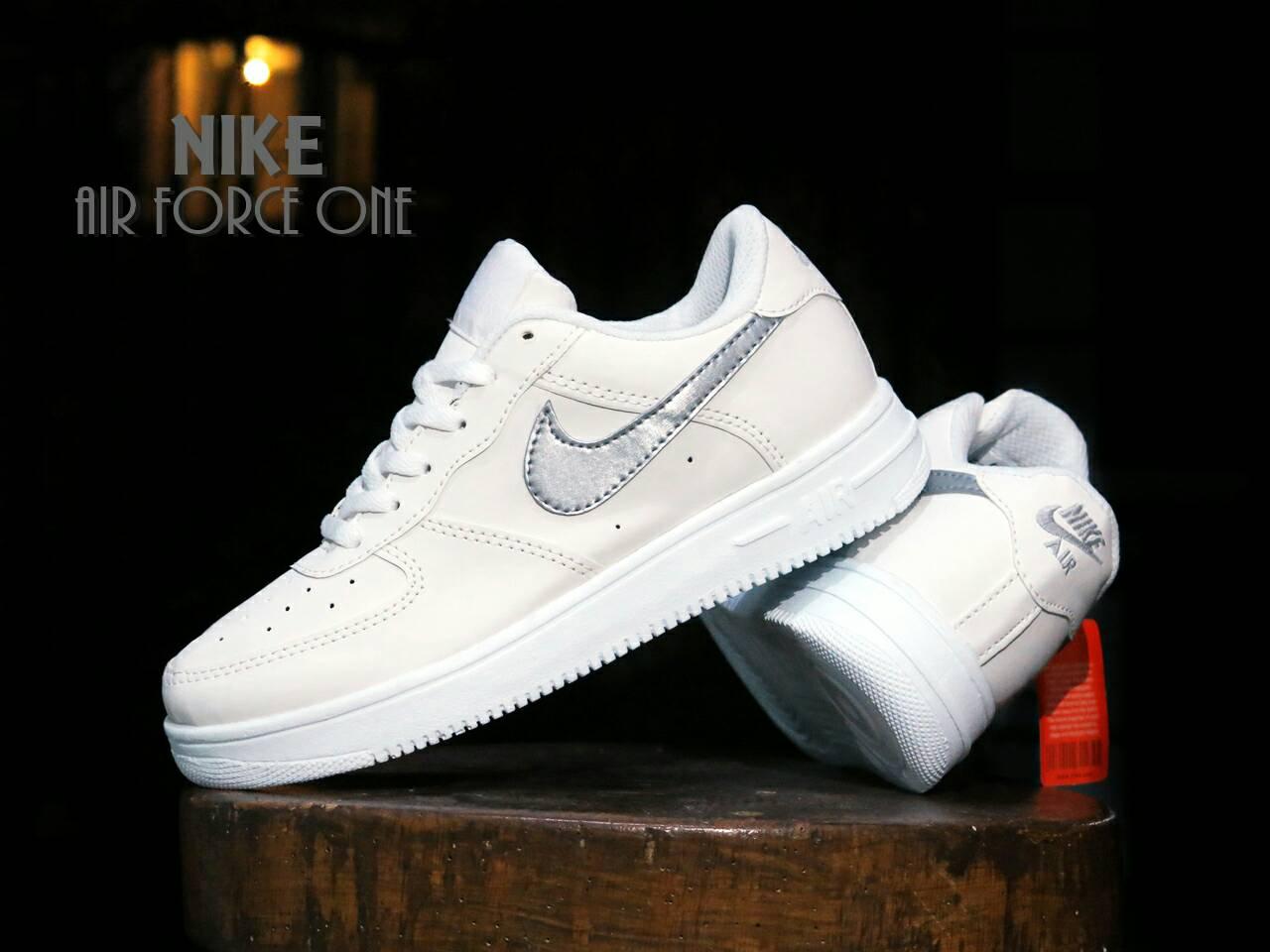 Jual Sepatu Sport Nike Air Force One Putih Silver Casual adf84ed1fe