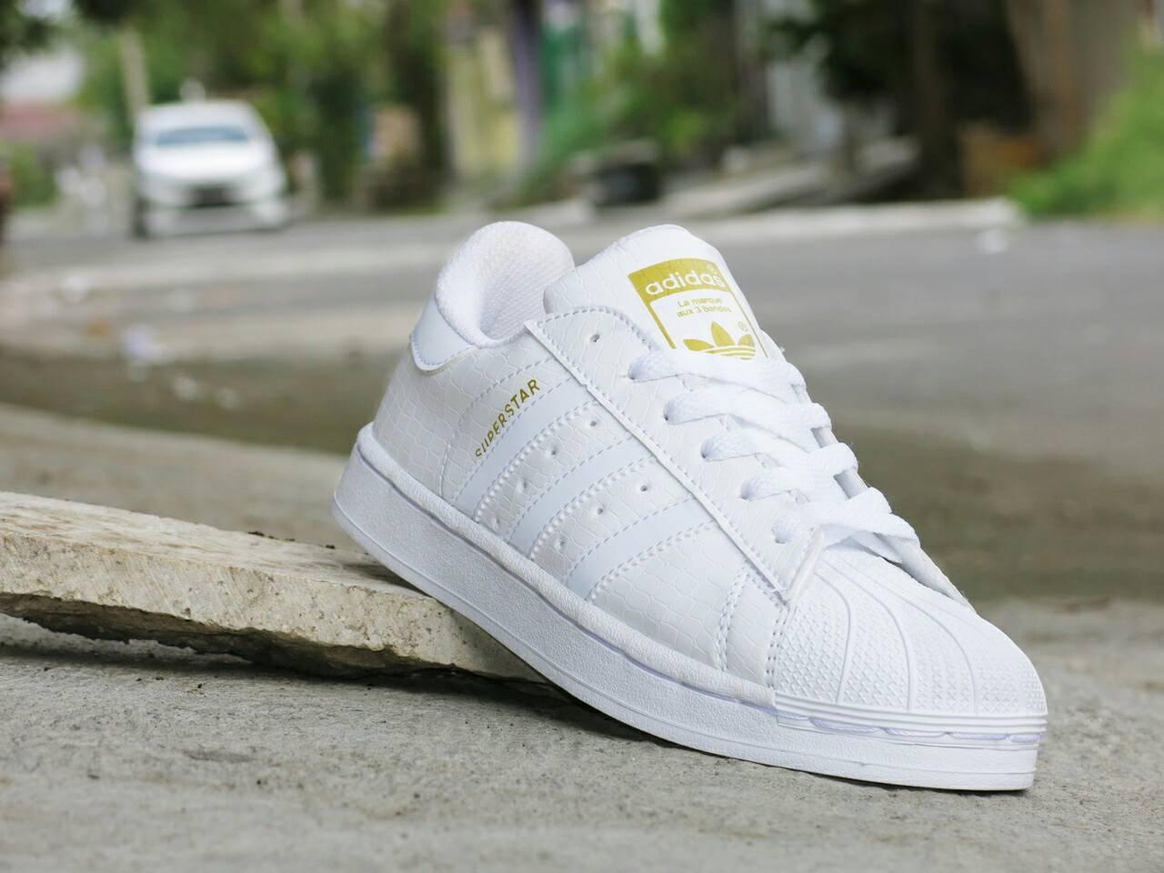 ... reduced jual sepatu adidas superstar supercolor pharrel william murah sepatu  adidas full colour superstar white 513a7 08e6bd0940