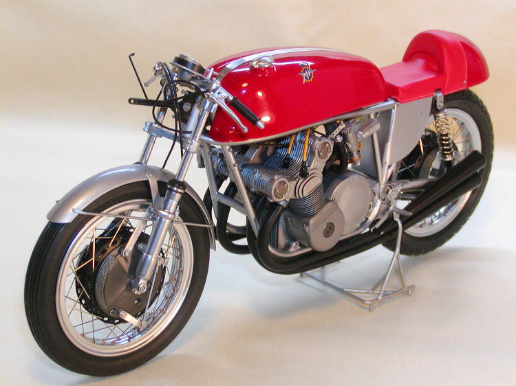 jual mokit italeri 1 9 mv agusta 500cc 4 cylinders   moon