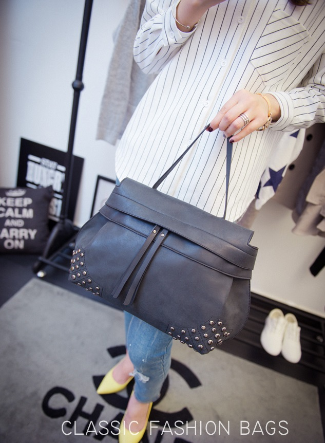 Retro rivet handbag - 0429