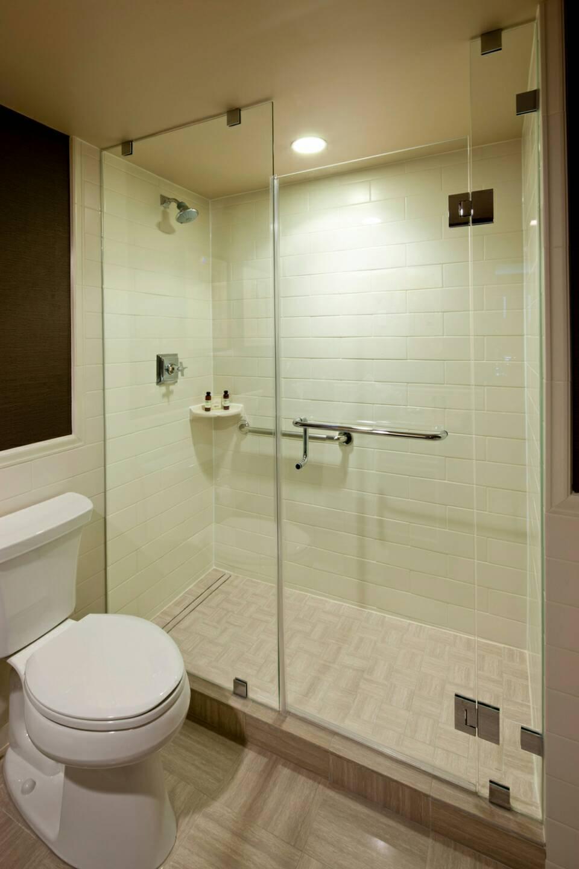 jual shower screen / kamar mandi partisi kaca di malang surabaya