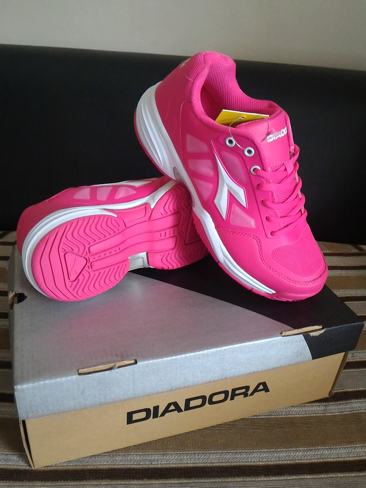 Jual Sepatu Olahraga Lari Wanita Diadora Cooper Running Original ... 963e03f1a3