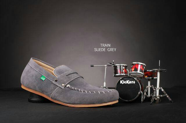 sepatu kickers slip on train grey suede