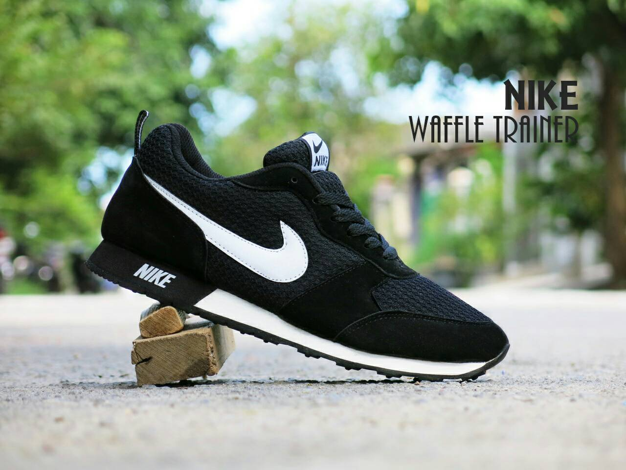 Jual Sepatu Olahraga Nike Waffle Trainer Hitam Putih cocok untk pria ... 712fbf6947