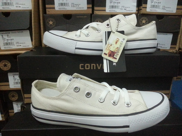 Jual Sepatu Converse All Star Chuck Taylor White Low - Shoes ... 478d44c316