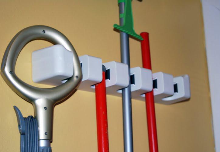 Jual Gantungan Sapu Pel 5 slot - Magic Mop Hanger Holder