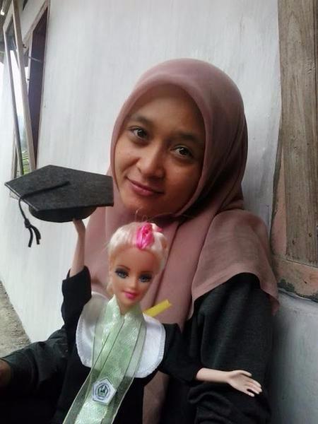 Grosir Boneka Barbie Wisuda Hijab/sanggul