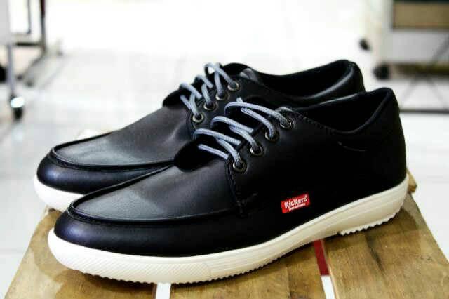 sepatu kickers casual genre licin black