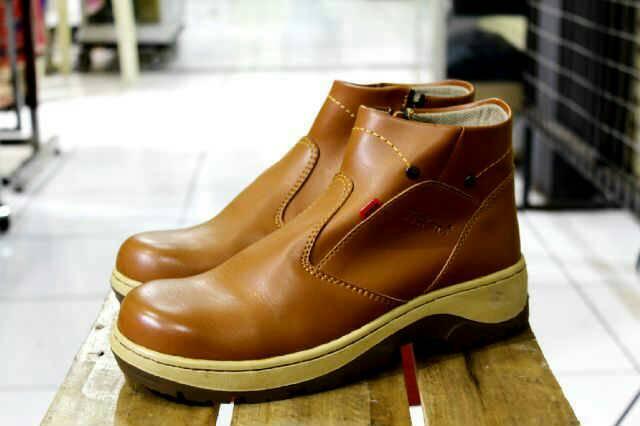 sepatu boot safety ujung besi kickers sleting tan