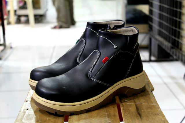 sepatu boot safety ujung besi kickers sleting black