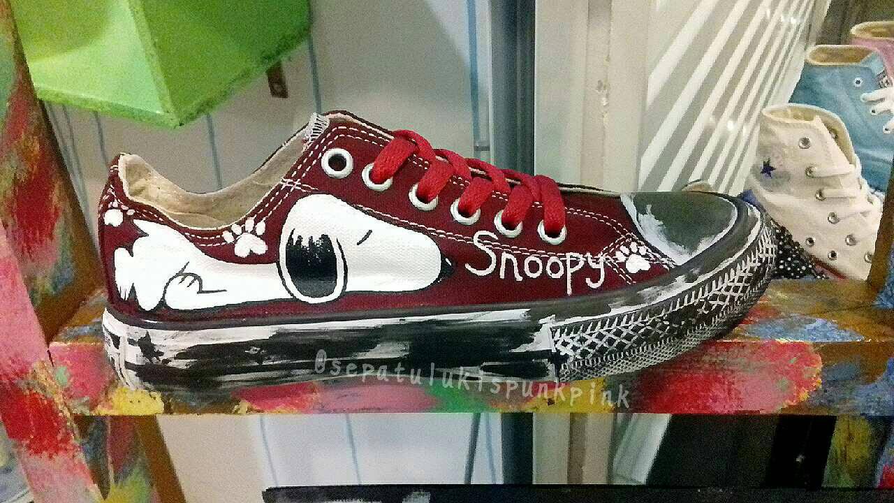 adc7518335 Jual sepatu lukis low converse snoopy maroon vintage - sepatulukis ...