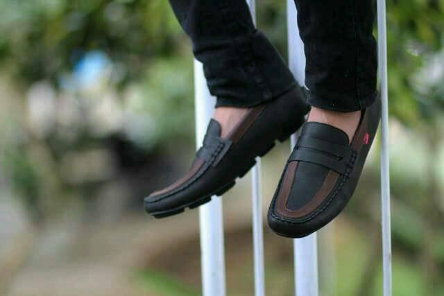 sepatu kickers fredoo hitam