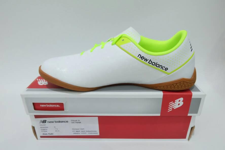 Jual Sepatu Futsal New Balance Visaro putih hijau original asli murah ... 24664e74c5