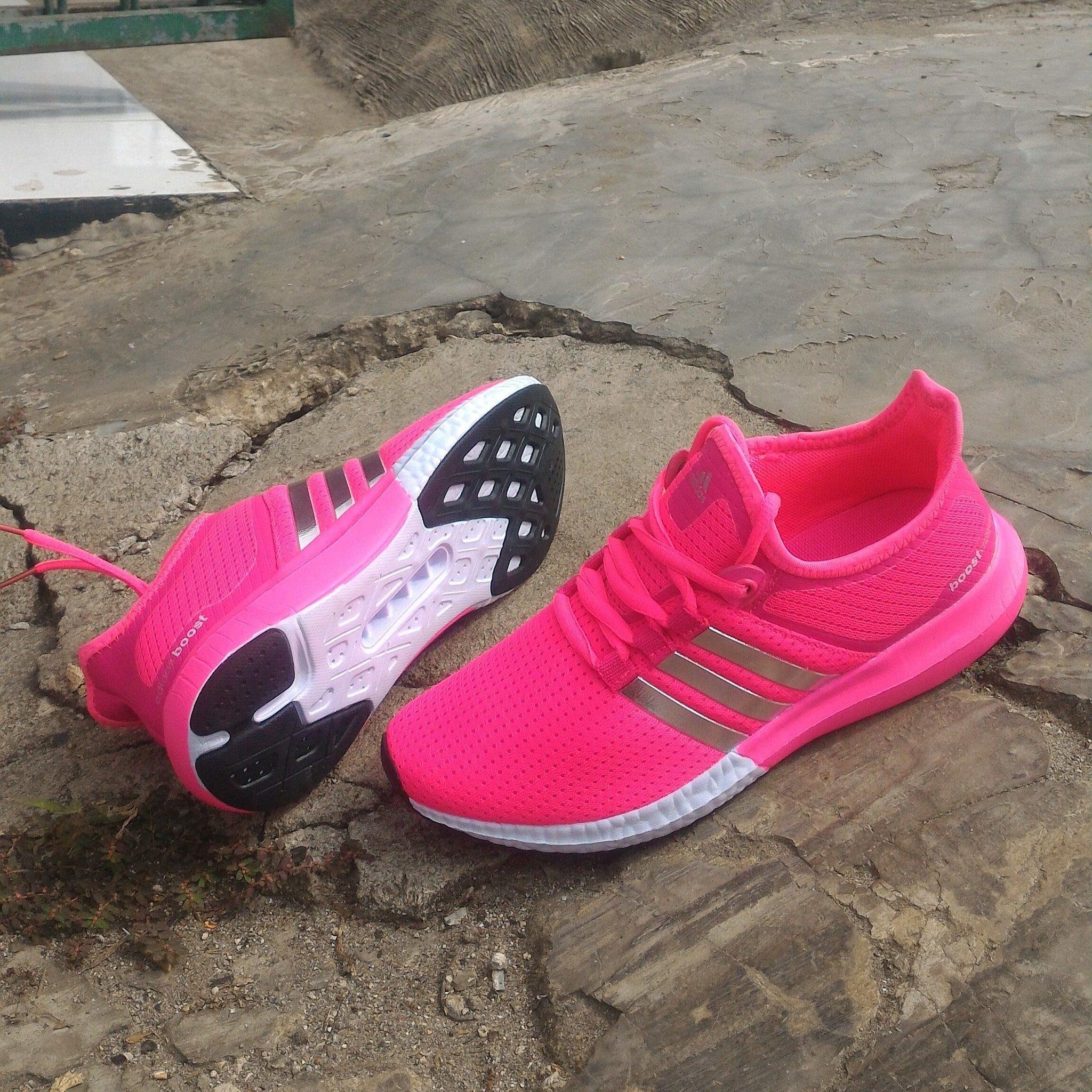 Sepatu wanita adidas boost running olahraga dan lifestyle A01
