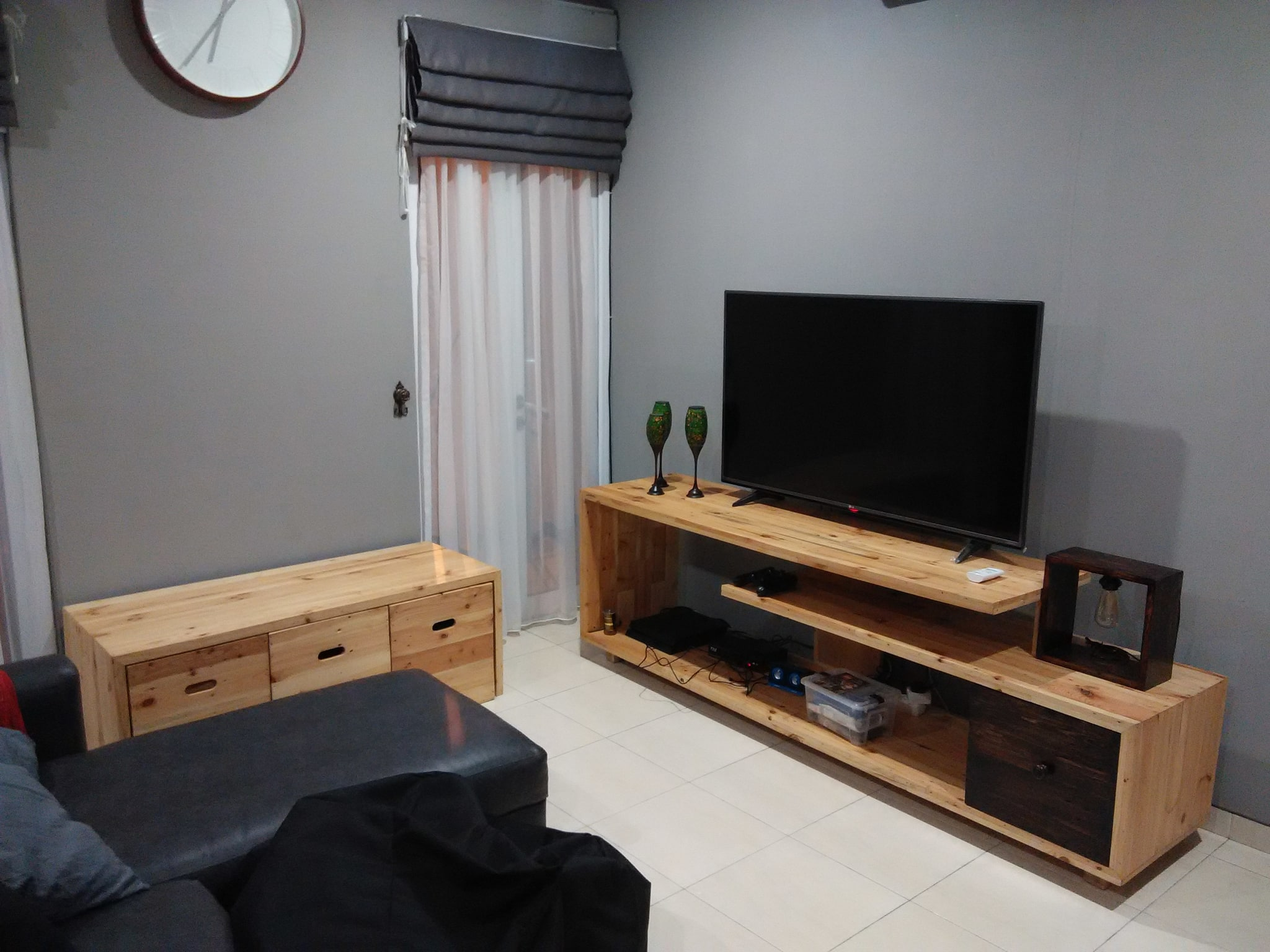 Jual meja rak tv kayu pallet bisa custom Cloud Bursh
