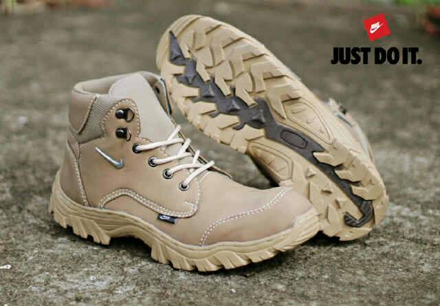 sepatu boot safety nike kunkka cream