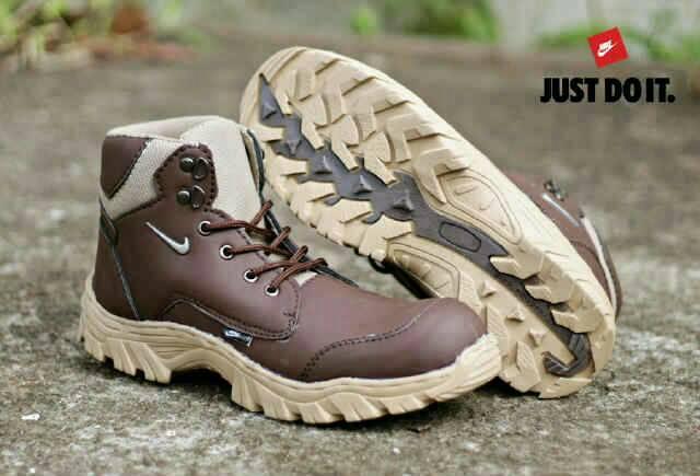 sepatu boot safety nike kunkka brown