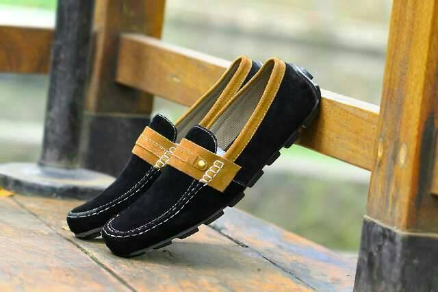 sepatu kickers itik black