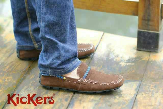 sepatu kickers slop garis brown