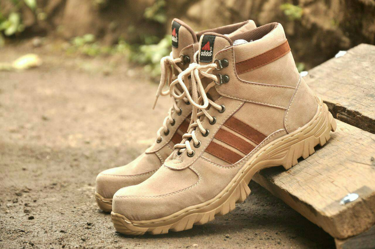 sepatu boot safety adidas tracking list tan