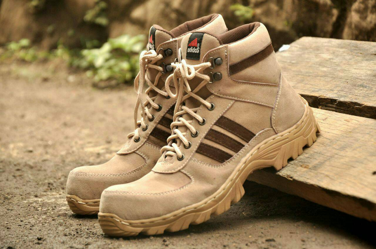 sepatu boot safety adidas tracking list coklat