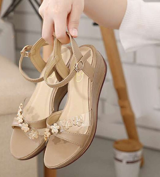 sandal wedges cream cantik