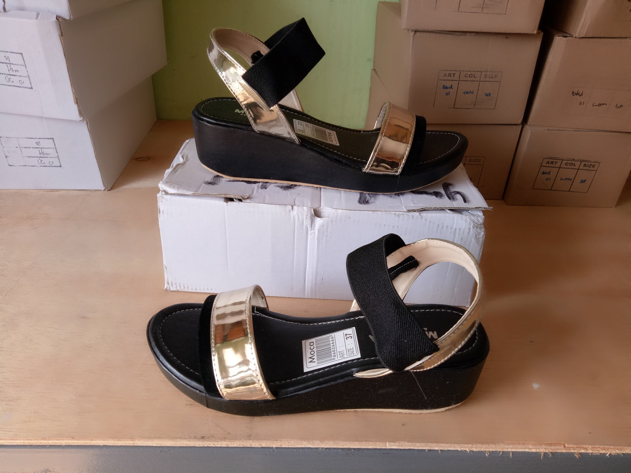 real pict sendal wanita wedges hitam gold